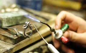 Rings Wearing Off? Things You Need To Know When Looking For a Jewelry Repair Shop.